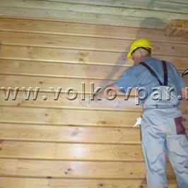 Красим деревянные стены Аква лаком