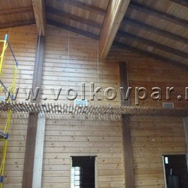 Смонтирован декоративный реечный потолок в «мокрой» зоне