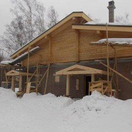 Сделаны крыши над крылечками в котельную и топочную