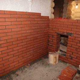 Кладутся противопожарные стенки банной печи
