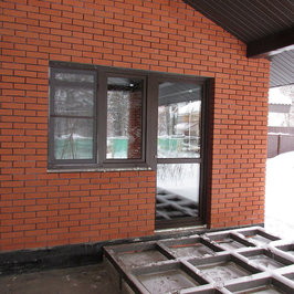 Установлена стеклянная дверь