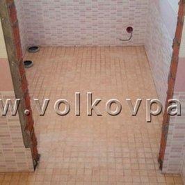 Укладываем керамическую плитку на полы и стены