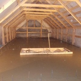 Уложен бетон ж/б плиты гаража