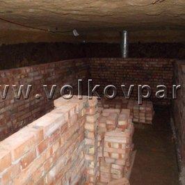 Кладем стены погреба