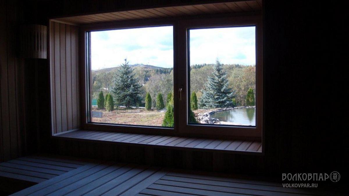 Алюмо-деревянное окно площадью 2,24 кв.м. Двухкамерный стеклопакет из жаропрочного стекла. Накладки с внутренней стороны из липы