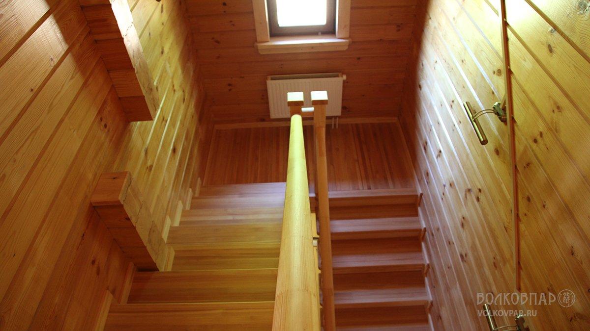 Межэтажная лестница в доме