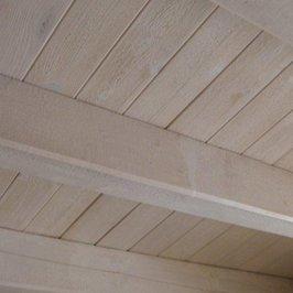 Потолок цокольного этажа красится в белый цвет