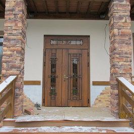 Установлены входные металлические двери