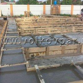Завершены работы по заливке ростверков и фундамента камина