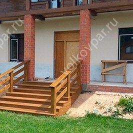 Изготовлена и смонтирована входная лестница в дом