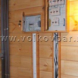Установлены электрические щиты и выполнена разводка электрики по помещениям банного дома