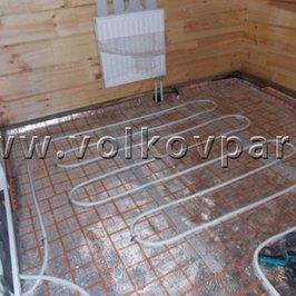 На первом этаже монтируем теплые полы под плитку
