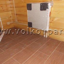 В помещениях второго этажа смонтирована электрика и уложена плитка
