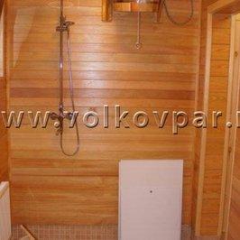Закончена отделка лиственницей помывочной комнаты