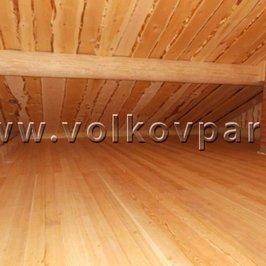 На втором этаже постелены полы из лиственницы
