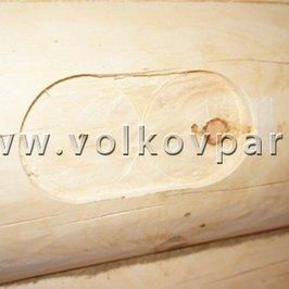 В бревне выбраны ниши под установку керамических розеток и выключателей