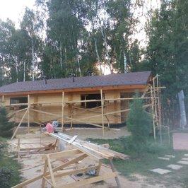 Завершены работы по устройству крыши и кровли.