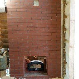 Выложена внешняя противопожарная стенка в парилке по-черному