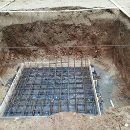 Приступили к вязке арматуры технического подполья. В нем будет установлено тех.оборудование бани