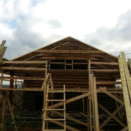 Идут работы по устройству крыши