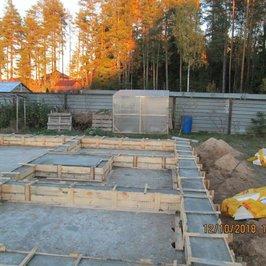 Заармировали и уложили бетон ростверка