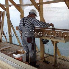 Во временном цеху изготавливаем и красим  декоративные балки для помещений  банного комплекса