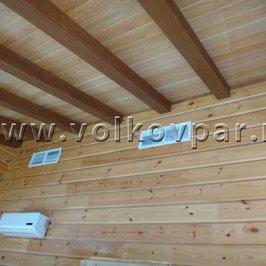 Смонтированы декоративные балки и установлены вентиляционные решетки