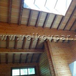 Завершена отделка потолков декоративными балками