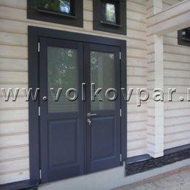 Установлена входная дверь  из массива дуба