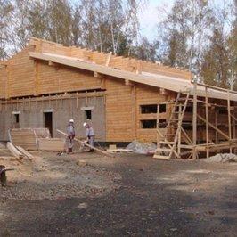 Продолжаются работы по устройству крыши