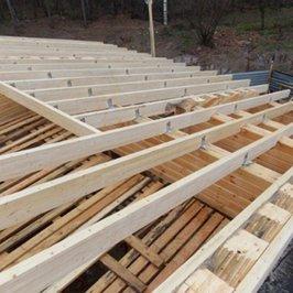 Завершена установка стропил верхнего яруса крыши