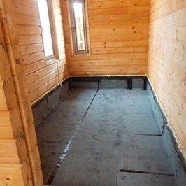 Выполнена гидроизоляция пола во всех помещениях первого этажа
