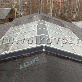 Из алюминиевых конструкций и стеклопакетов выполнена панорамная крыша БОКа
