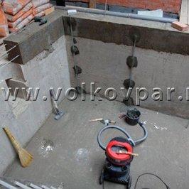 Выставляем маяки для оштукатуривания  стен бассейна