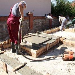 В ростверк уложен бетон