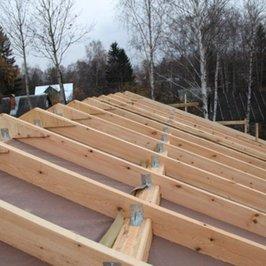 Установлена нижняя пароизоляция крыши