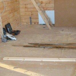Постелены полы первого этажа