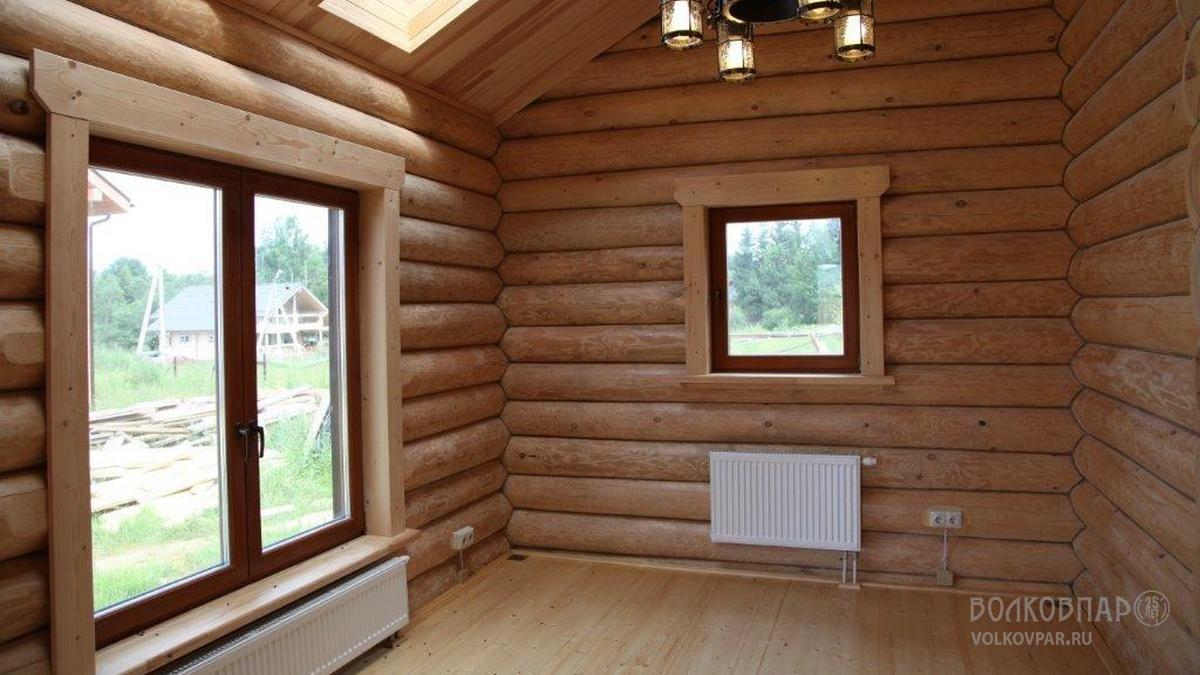 Комната отдыха. Благодаря большому количеству окон, расположенных в разных плоскостях, это помещение  круглый год наполнено естественным светом