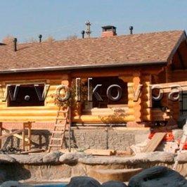 Завершены работы по устройству крыши и кровли. На свесах установлена водосливная система