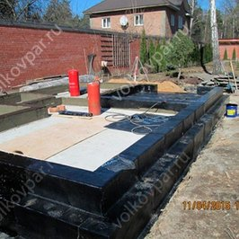 Производим гидроизоляцию плиты фундамента