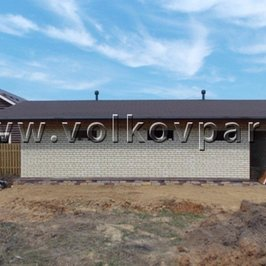 Вокруг гаража выполнены утепление плиты фундамента и вертикальная планировка