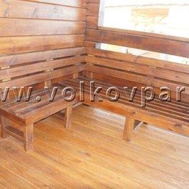 Изготовлены и установлены на террасе скамьи