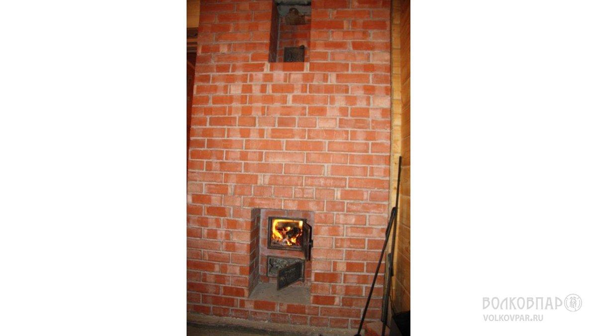 Противопожарная стена печи. Вид из топочной