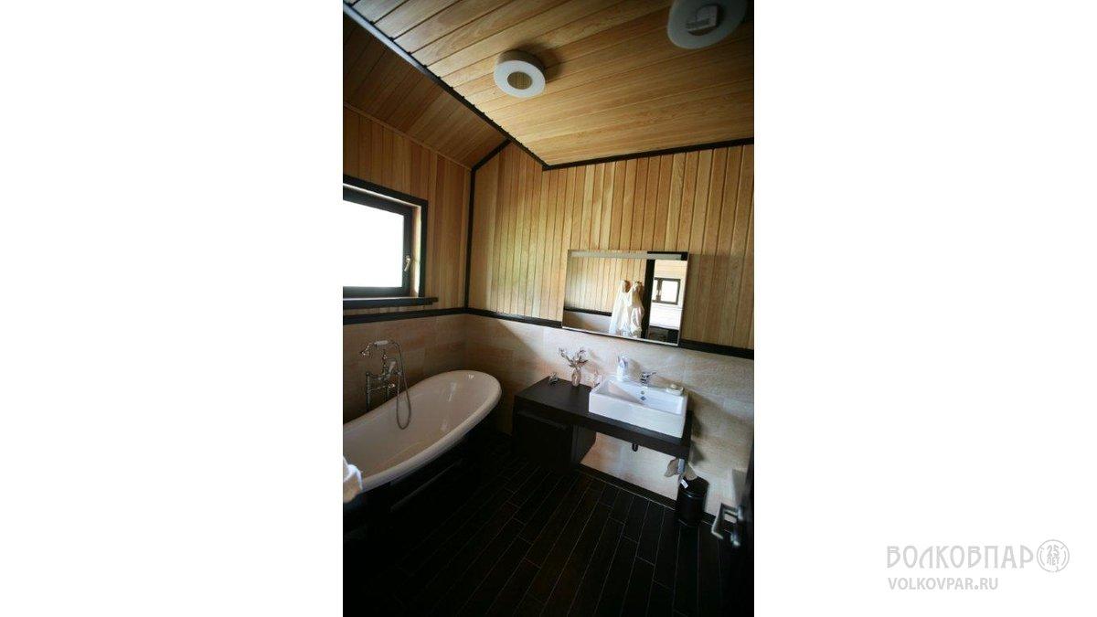 Сочетание классической истории ванных комнат и современного дизайна