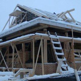 Нижняя крыша укрыта гидроизоляцией руфлекс