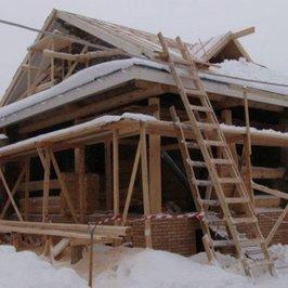 Продолжаются работы по устройству крыши и кровли