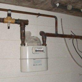В дом заведен природный газ. Установлен газовый счетчик