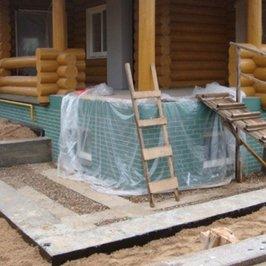 Закончена подготовка фундамента перед монтажом уличной лестницы центрального входа в дом