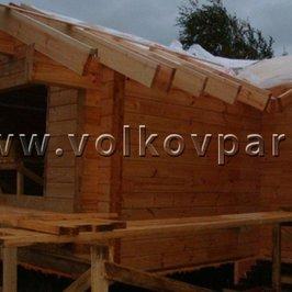 Работы по устройству крыши приостановлены из- за проливных дождей